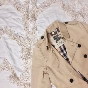 BURBERRY Classic Beige Trench Coat 💕💕